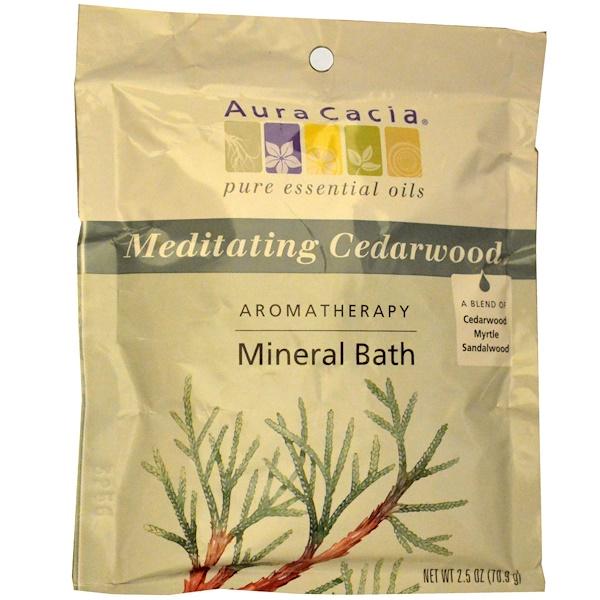 Aura Cacia, Ароматерапевтическое средство для ванны с минералами, медитативный кедр, 2,5 унций (70,9 г)