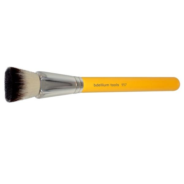 Bdellium Tools, Studio Line, Face 957, 1 Precision Kabuki Brush (Discontinued Item)
