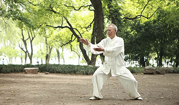 8 Health Benefits of Tai Chi