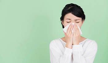 Как сделать грудную мазь домашнего приготовления для облегчения симптомов простуды