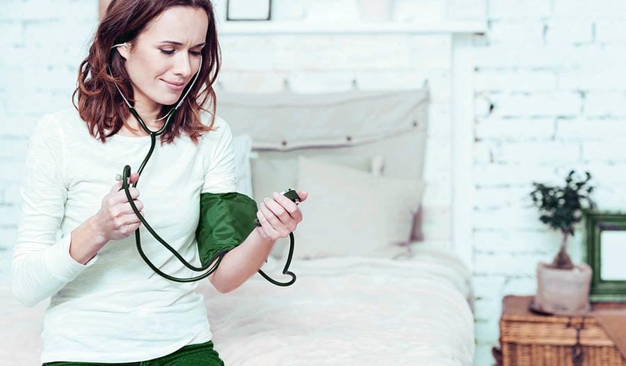 Cómo viajar con presión arterial alta