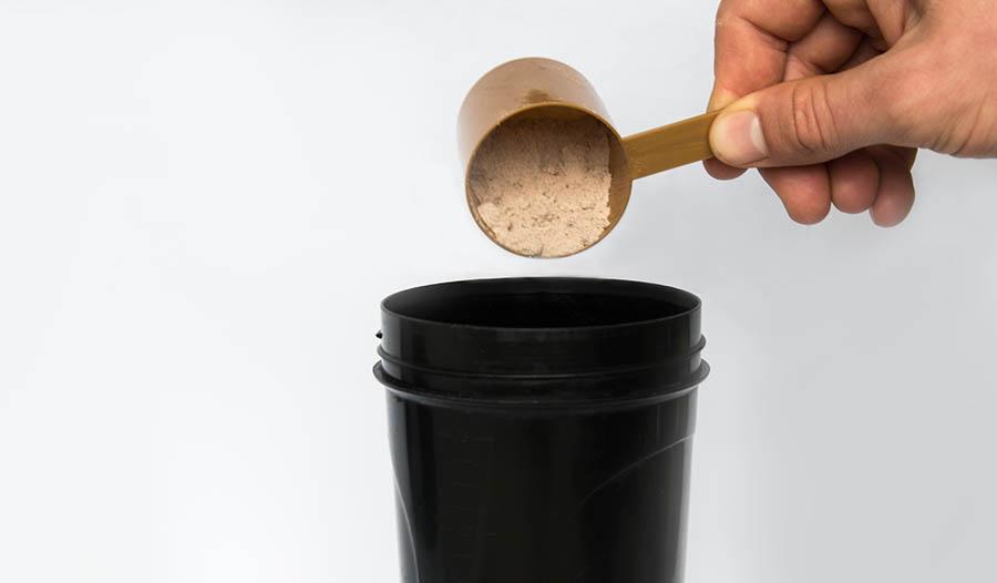 Proteína em pó vs. suplementos para substituição de refeições: Qual a diferença?
