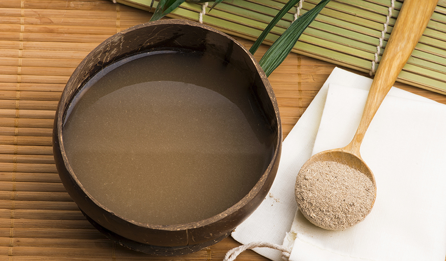 Kava powder and drink on table